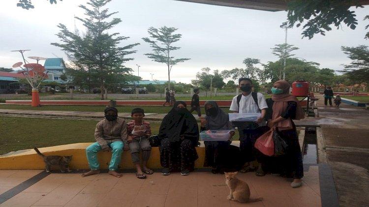 HIMA MPI Berjualan Takjil Untuk Berbuka Puasa di Taman Batu 10 Tanjungpinang